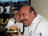 Alexis-Hubi-ganadora-del-crea-tu-bembos-2012-y-Adolfo-Perret