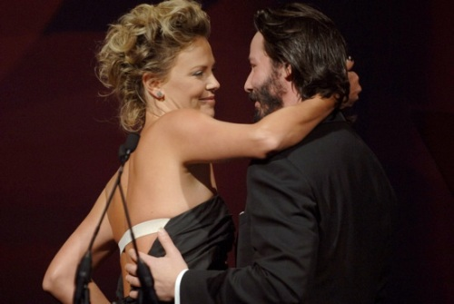Confirman romance entre Keanu Reeves y Charlize Theron ...