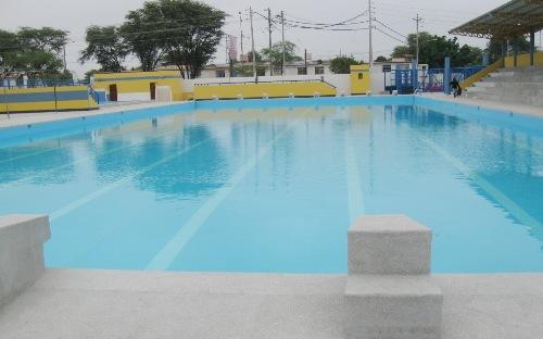 Arturo woodman inaugur piscina ol mpica en piura for Metros piscina olimpica
