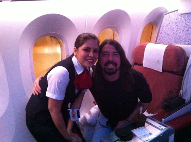 Dave Grohl  FACEBOOK