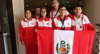 ajedrez 2 - de izq a der. isabela mostacero - alexandra estrada - gonzalo quirhuayo y flavio gonzales