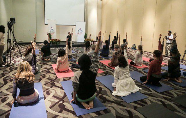 Clase de meditación y yoga - Lima Medita 2016