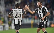 Dani Alves and Andrea Barzagli  during Serie A match between Juventus v Cagliari, in Turin, on September 21, 2016 (Photo by Loris Roselli/NurPhoto via Getty Images).