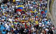 Opponents to President Nicolas Maduro's government march during a demonstration in Caracas on October 22, 2016. A group of women, led by Lilian Tintori, wife of imprisoned opposition Leopoldo Lopez, march in Caracas to protest the suspension of the recall referendum against President Nicolas Maduro as the opposition considered a breach of constitutional order. / AFP PHOTO / FEDERICO PARRA