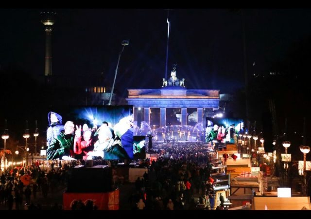 A general view of the venue at the Brandenburg Gate ahead of the New Year's Eve celebrations in Berlin, Germany December 31, 2016. REUTERS/Fabrizio Bensch